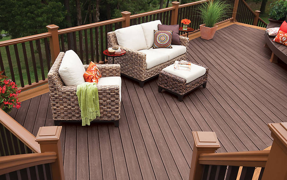 trex-transcend-decking-tree-house-vintage-lantern-railing